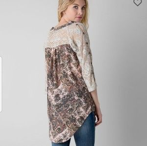 Gimmicks by BKE Paisley Button Down Hi-Lo Top